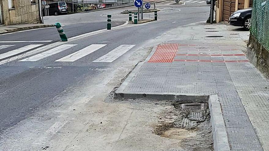 Carro critica la ubicación de contenedores en la avenida de Marín junto a un paso de cebra