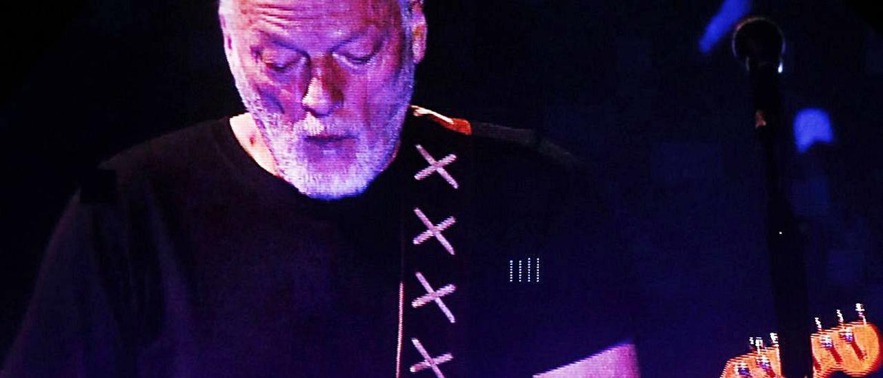 David Gilmour (Pink Floyd)durante un concierto en Chile.