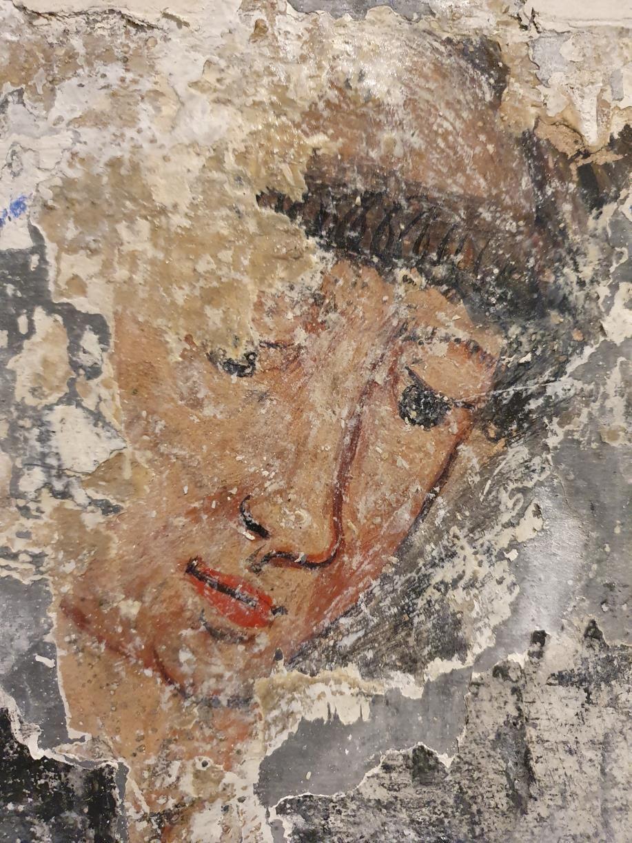 Cata nº2: sale a la luz el rostro de un hombre con tonsura, posiblemente represente a un fraile.