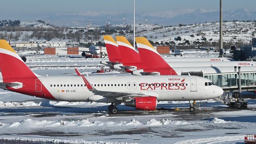 España amplía 24 horas la validez de las PCR de los viajeros por el temporal