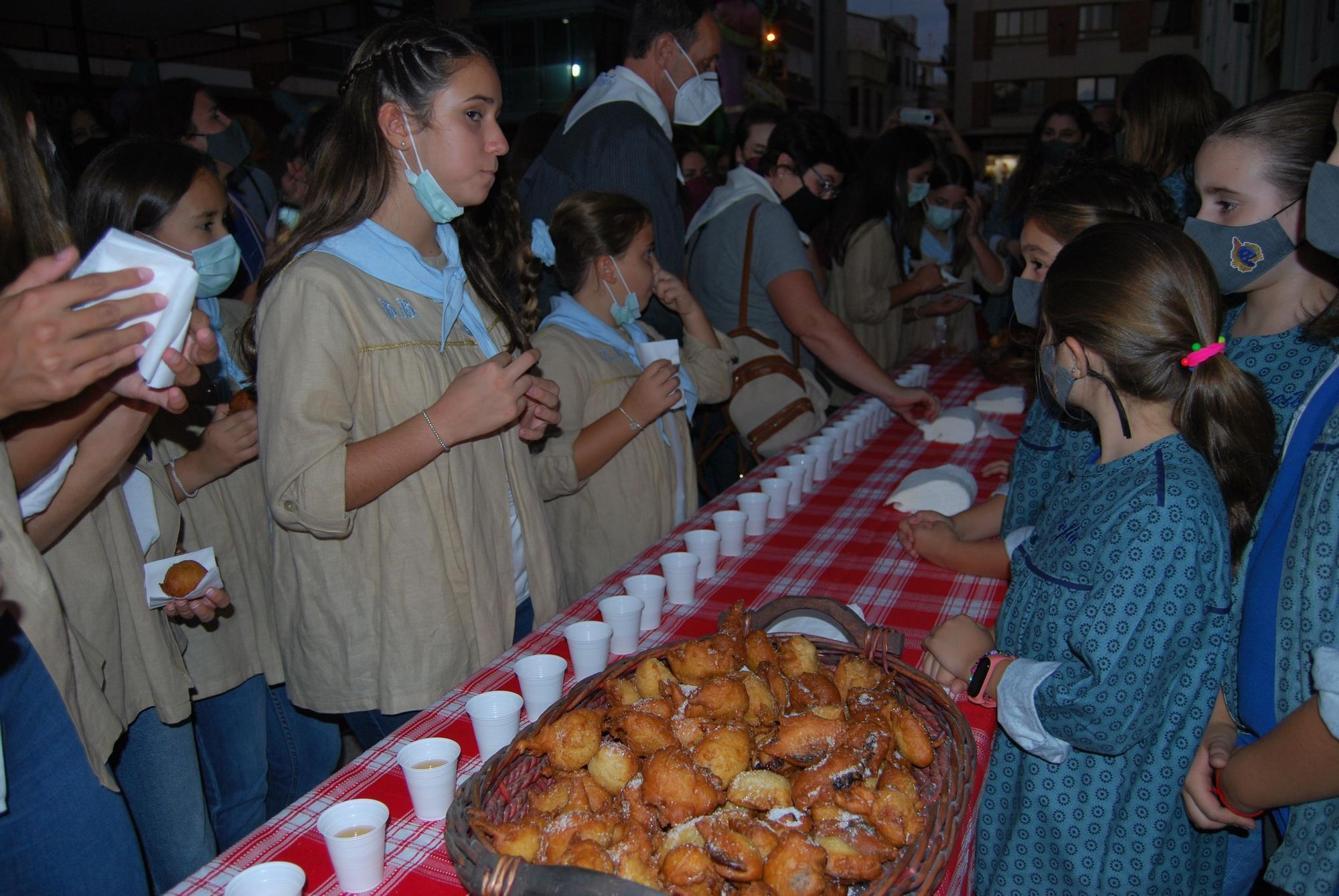Las mejores imágenes de la 'plantà' de las fallas en Burriana