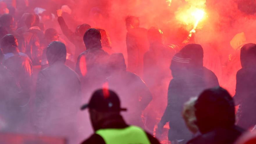 La UEFA expedientará al Marsella tras las agresiones de sus ultras en Bilbao