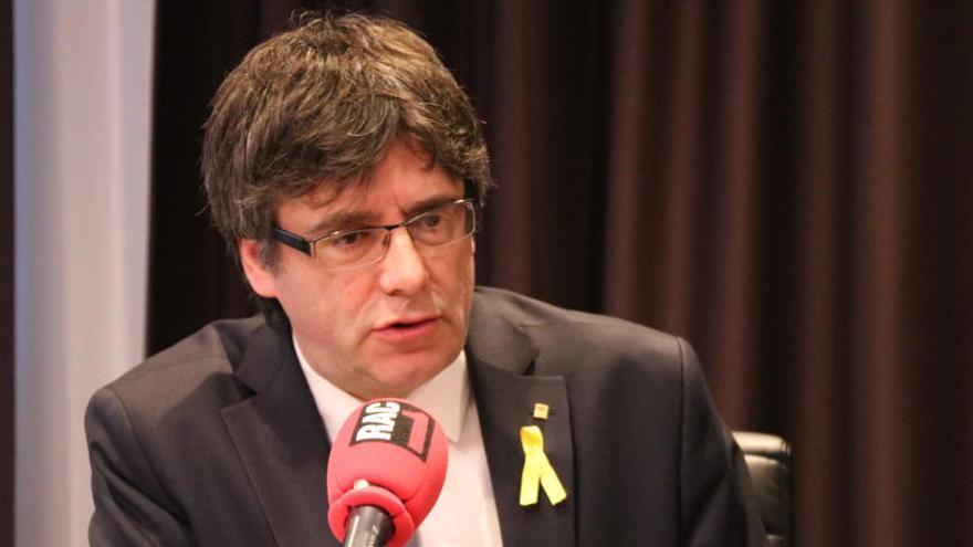 """Puigdemont: """"Felip VI es va posar un vestit civil però va fer un discurs militar"""""""