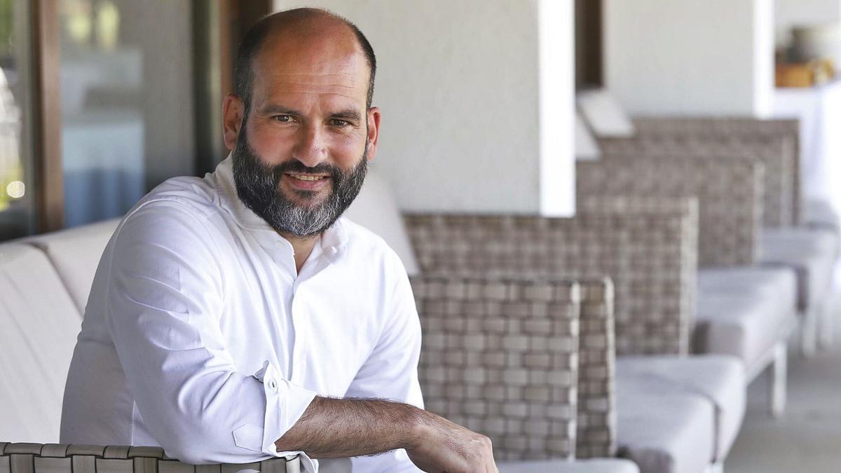 El president del Consell d'Administració del Girona i tercer màxim accionista, Pere Guardiola, ahir a les instal·lacions del PGA Catalunya, a Caldes de Malavella.  | ANIOL RESCLOSA