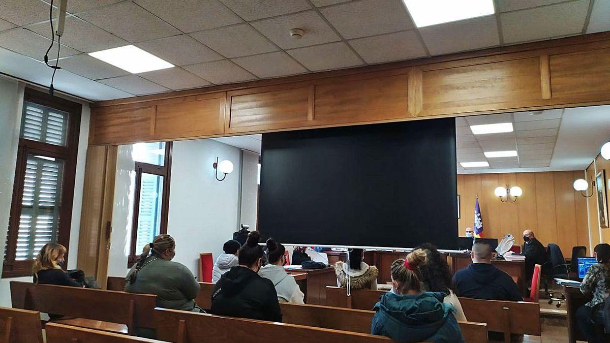 Las nueve personas condenadas, durante el juicio celebrado en Palma.