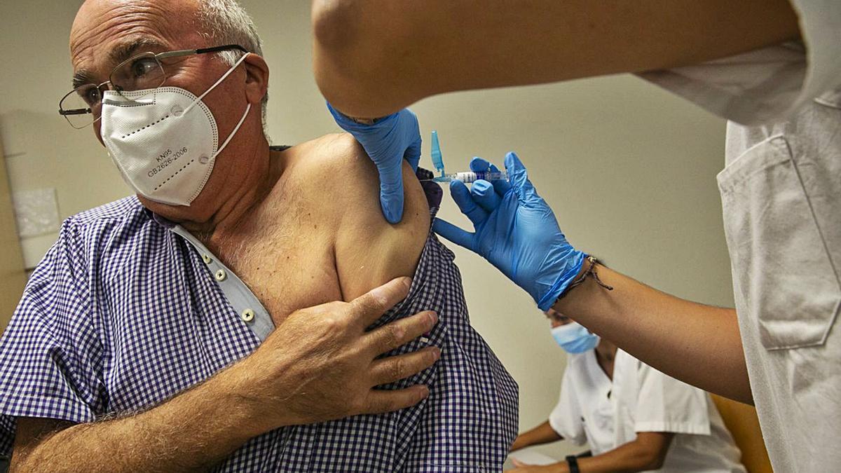 Todas las vacunas en fase 3 se administran por vía intramuscular, como la de la gripe.