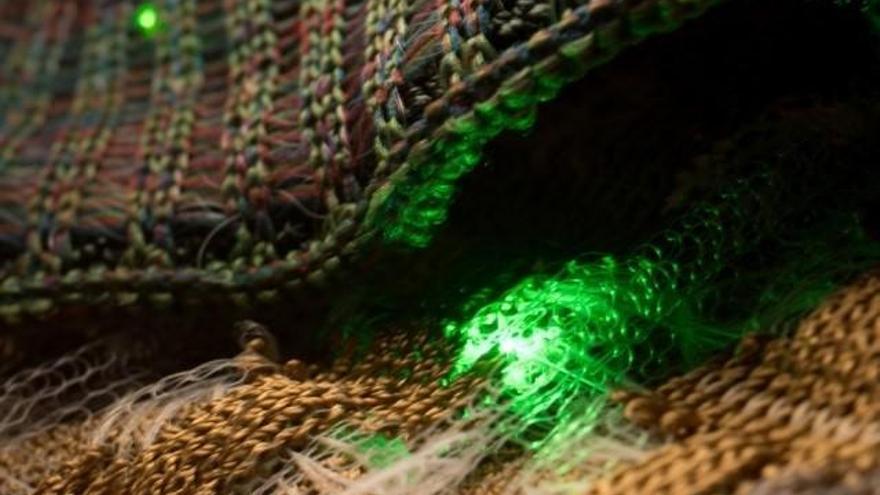 Tejen componentes optoelectrónicos en telas inteligentes