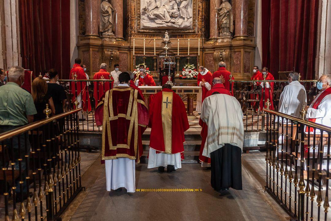 Misa en la catedral en memoria de las victimas del coronavirus