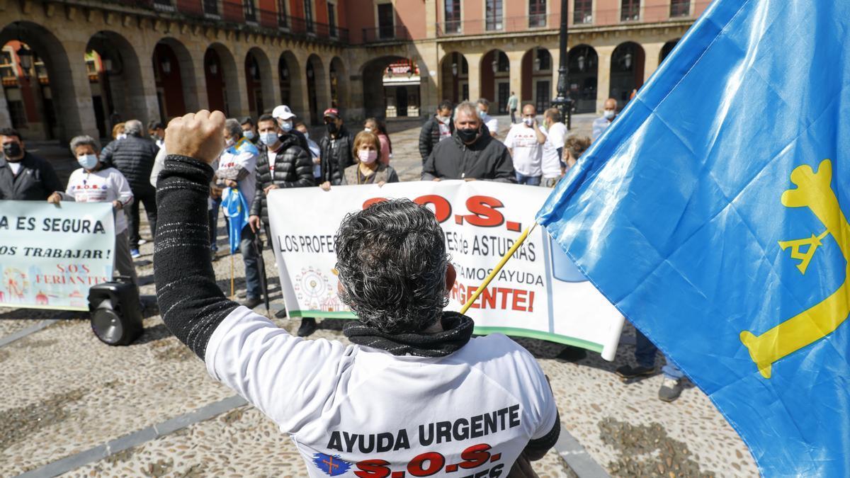 Manifestación de feriantes esta mañana frente al Ayuntamiento