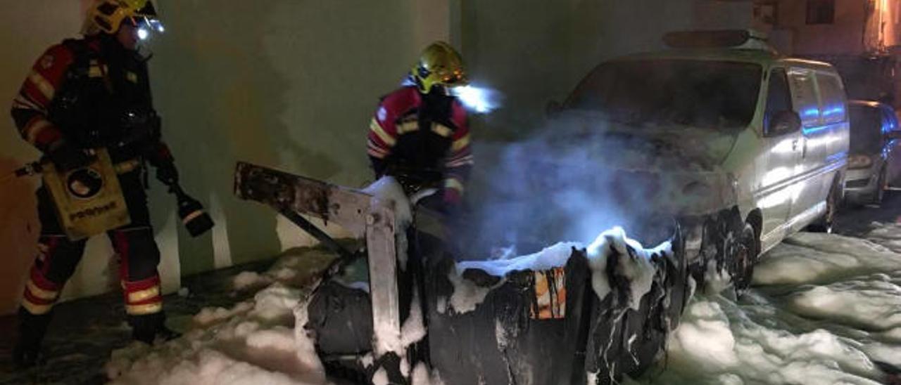 El incendio de contenedores de basura en fin de semana alerta a los bomberos