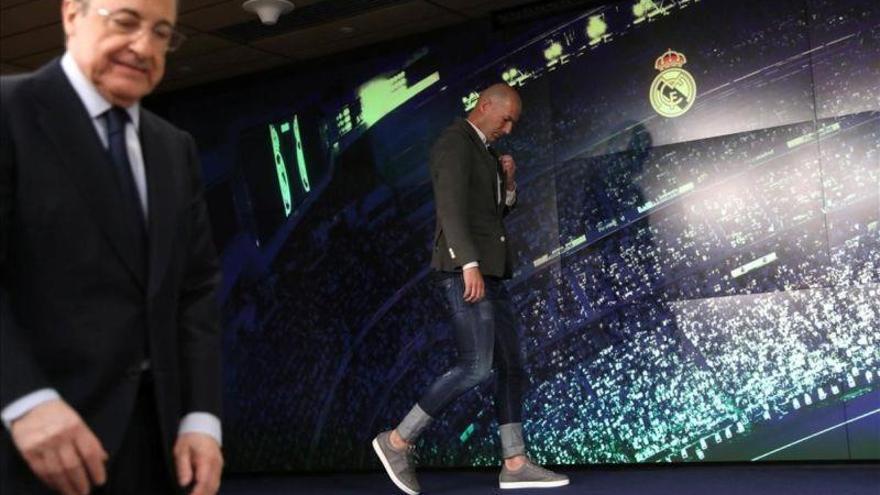 Florentino le da 500 millones a Zidane para fichar
