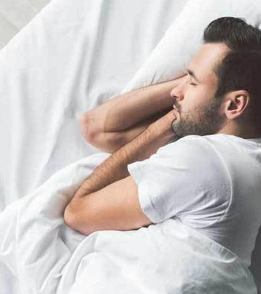 El sencillo ejercicio que debes hacer cada noche para dormir profundamente y quemar calorías