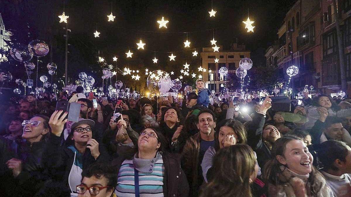 El encendido de luces del año pasado en el Born aglutinó a miles de personas.