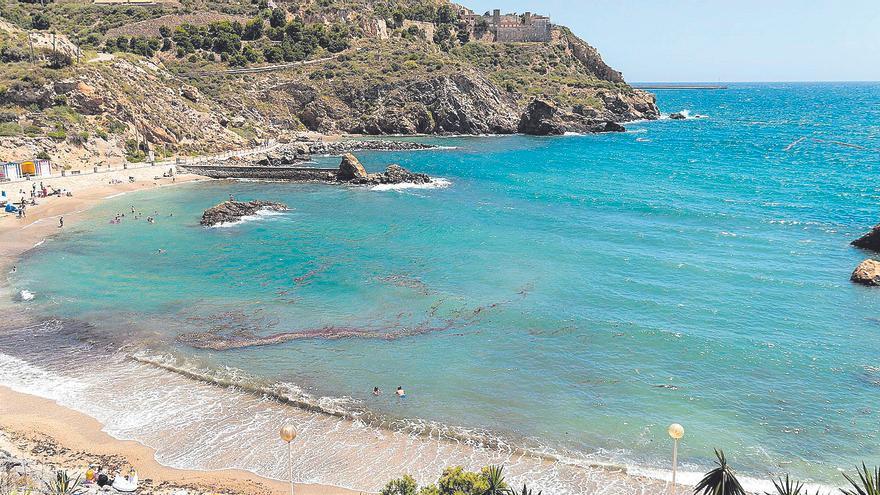 El Puerto instala una barrera para separar la zona industrial de la playa
