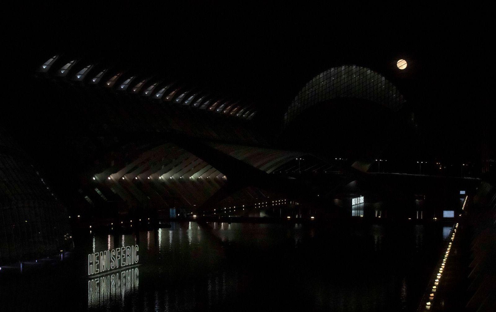 Así de espectacular fue la superluna de las flores en València