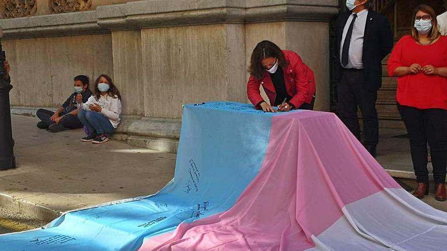 Formentera participa en la campaña #ExigimIgualtatTrans