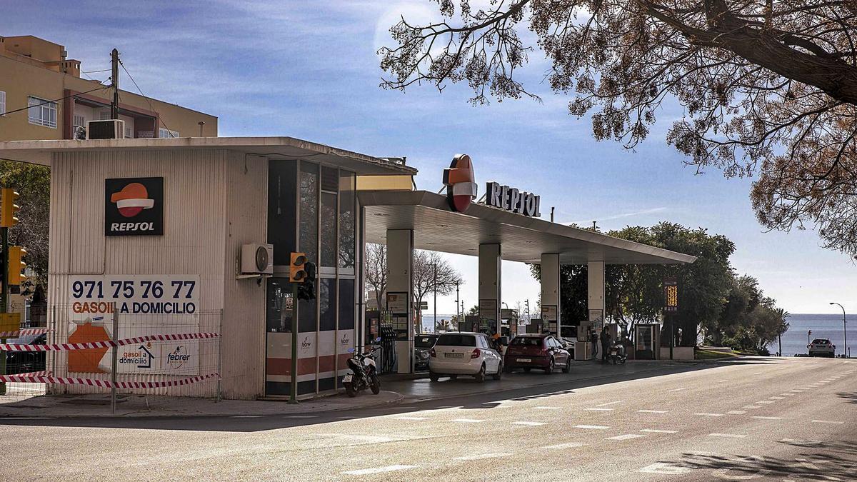 Repsol firmaba contratos de larga duración para explotar una serie de gasolineras en Mallorca.   B. RAMON