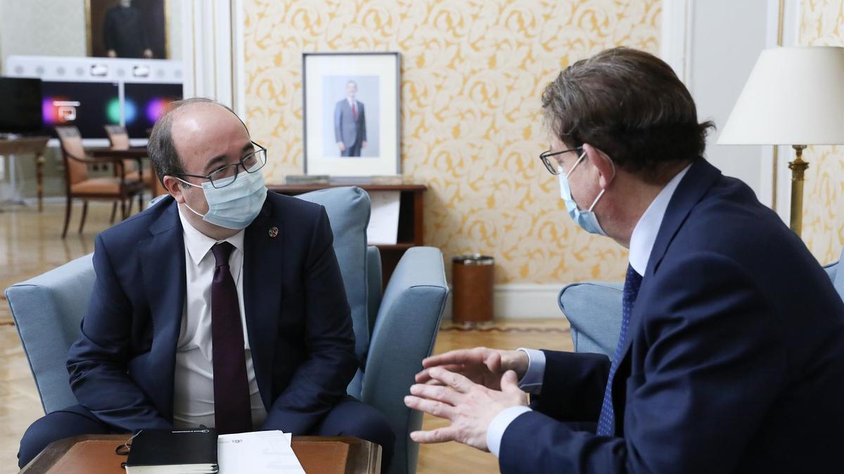 l ministro de Política Territorial, Miquel Iceta, durante una reunión con el presidente de la Generalitat Valenciana, Ximo Puig.