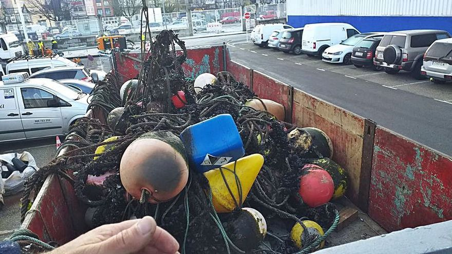 La Autoridad Portuaria realiza limpieza submarina en la dársena de Placeres