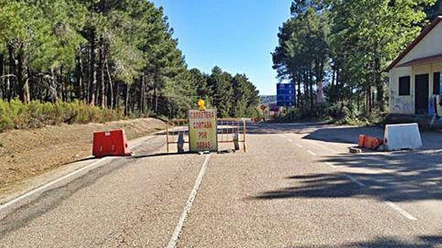 """Corte de la carretera de """"Tres Marras""""."""