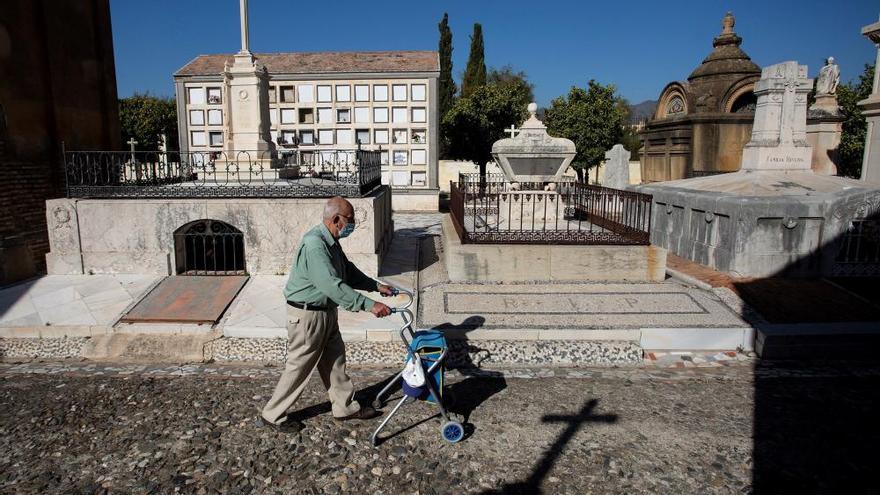 Los cementerios de Málaga amplían sus horarios durante el Puente de Todos los Santos