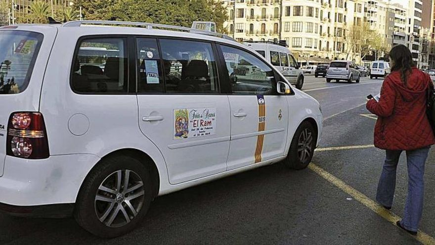 El Govern lanza una ayuda de tres millones de euros para el transporte terrestre vinculado al turismo