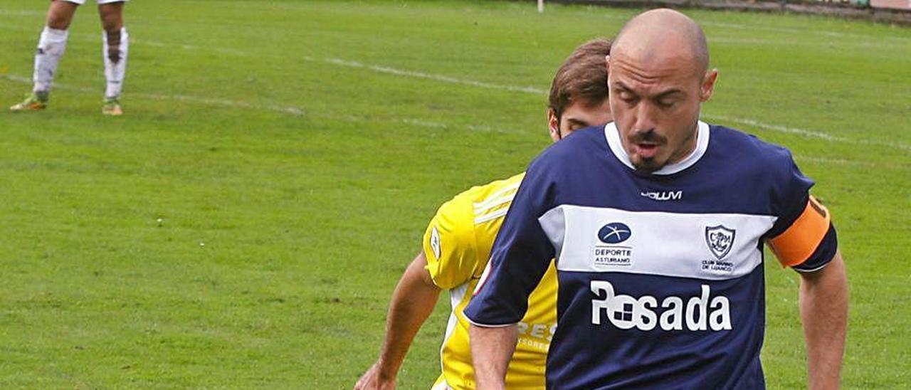 Luis Morán, en el Marino-Lealtad, presionado por Juan López.
