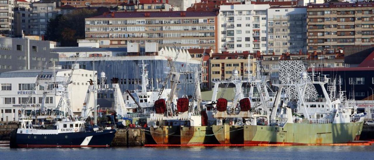 Grandes pesqueros del Gran Sol amarrados en el puerto