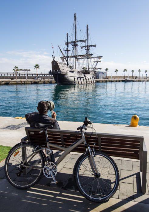 Así es la réplica del Galeón Andalucía que ha amarrado en el Puerto de Alicante
