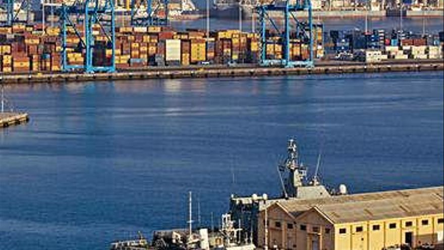 El gasóleo y los productos energéticos impulsan el crecimiento del Puerto