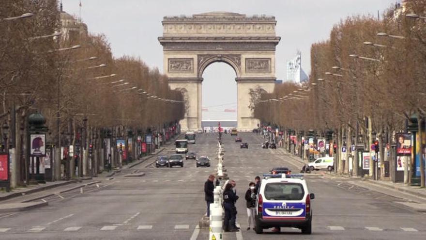 Toque de queda en París y otras 8 ciudades francesas