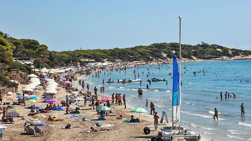 Empresarios y sindicatos de Ibiza piden aplazar un verano más el pago de tasas