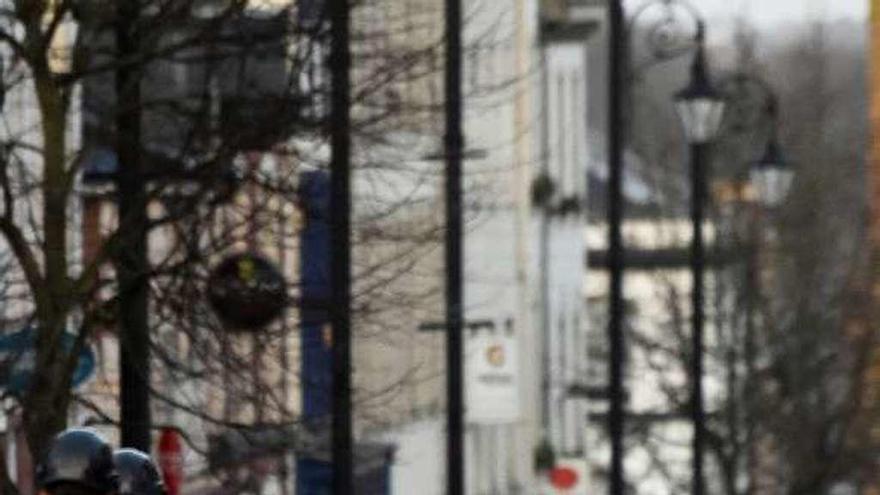 La Policía detiene a dos hombres por la explosión de un coche bomba en el Ulster