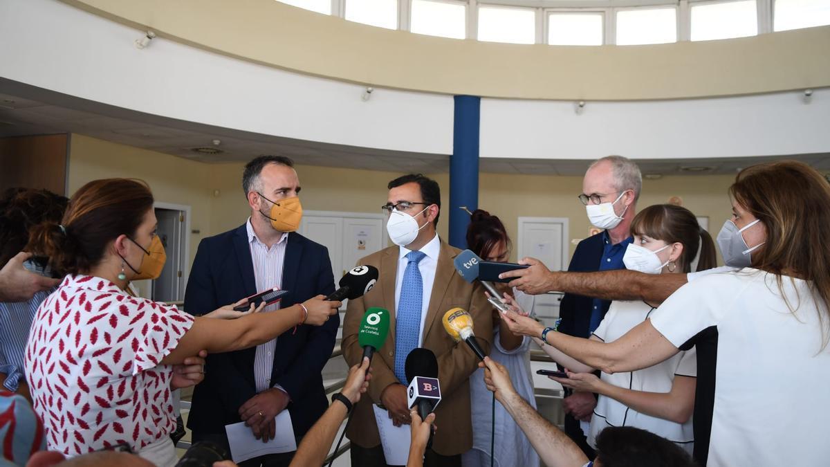 Simó y Gómez explicaron el proyecto para continuar la búsqueda.