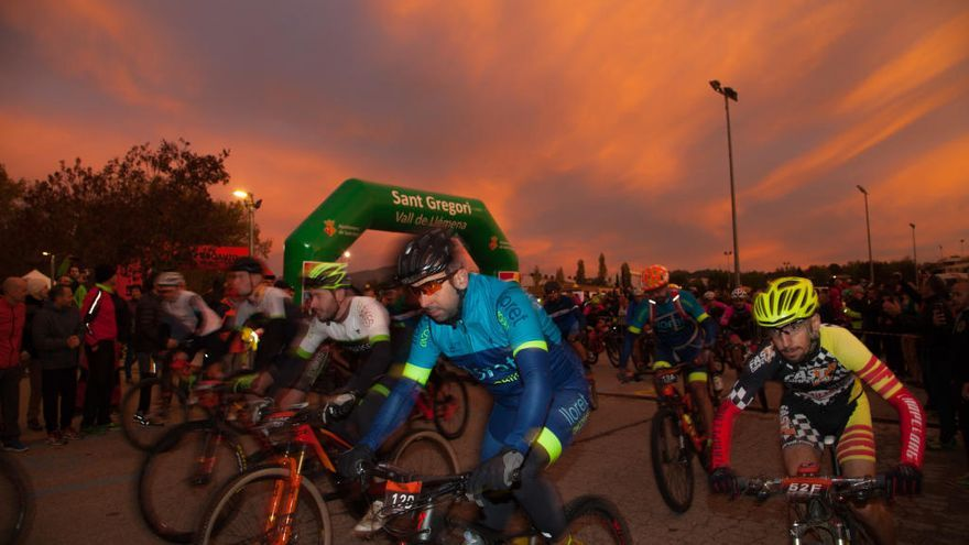 Setanta-cinc equips pedalaran a la 4a Oncobike a benefici dels malalts de càncer