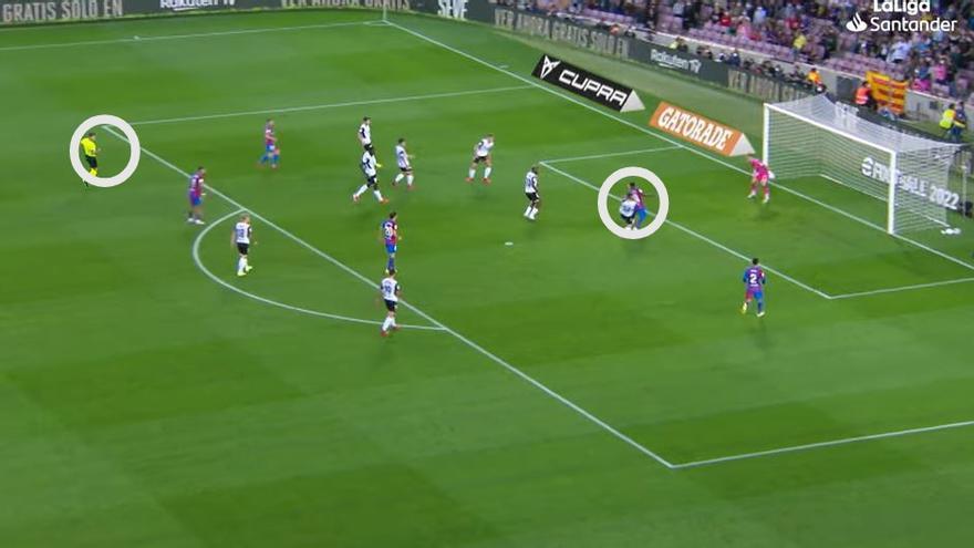 La otra imagen del penalti que indigna al Valencia