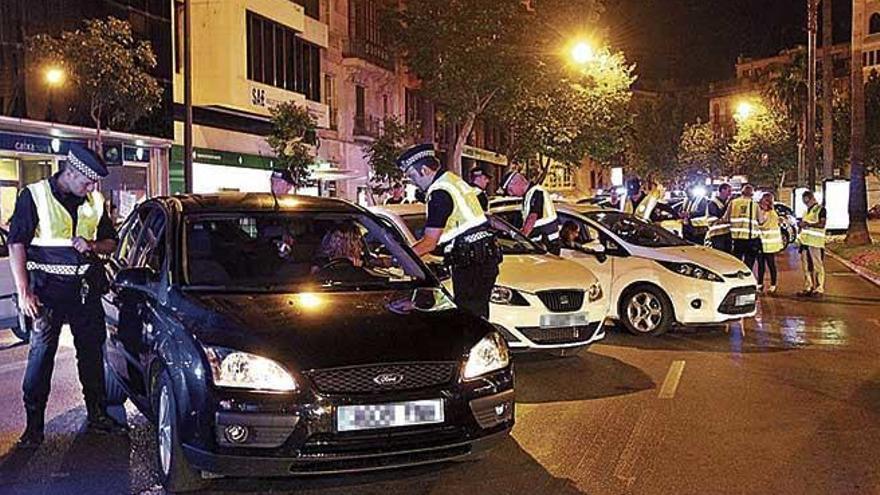 Piden 6 años a un conductor sin carné que intentó atropellar a dos policías