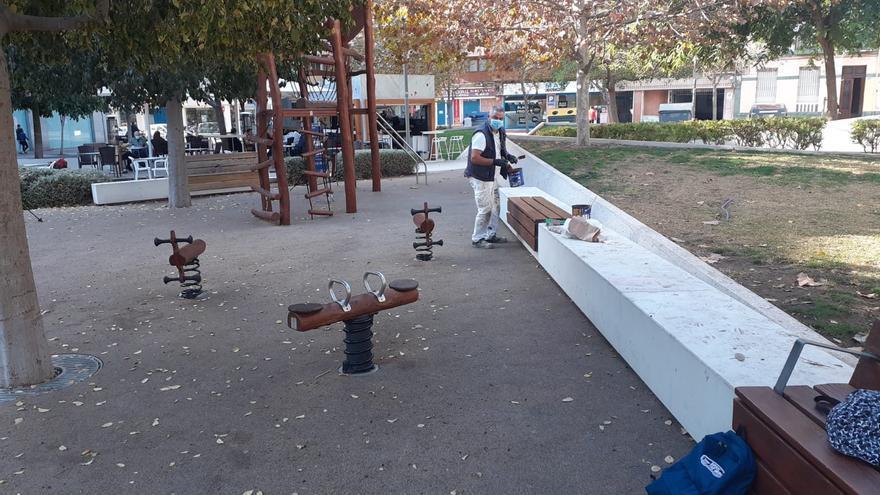 Eliminación de grafitis y mejoras en las fuentes de diversas plazas de Alicante
