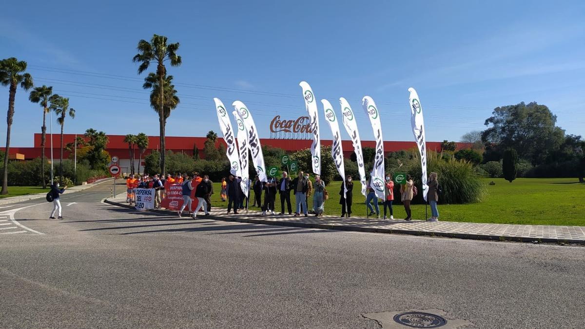 Economía.- Coca-Cola European Partners y los sindicatos pactan un ERE con prejubilaciones y bajas incentivadas