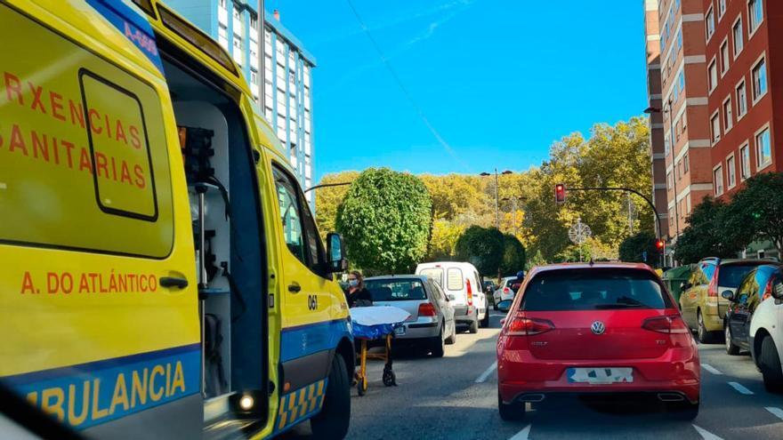 Una colisión entre una moto y un coche deja retenciones en Alcalde Portanet