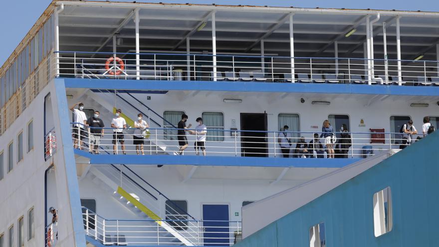 Los estudiantes del macrobrote de Mallorca desembarcan en Valencia