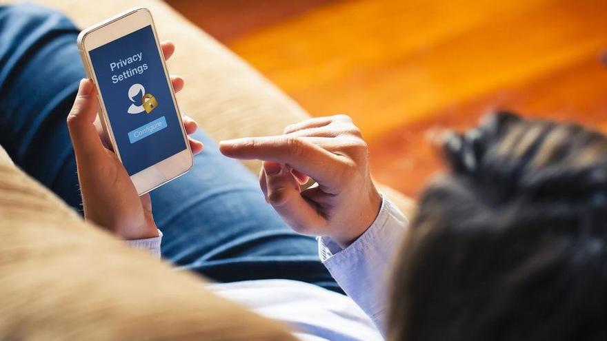 El truc de les aplicacions gratuïtes que aconsegueixen que l'usuari pagui gairebé 3.000 euros l'any