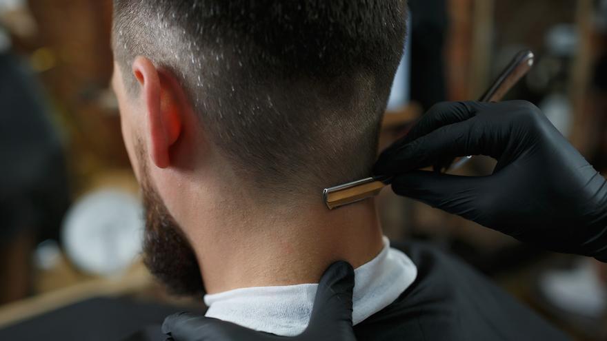 Cómo hacerte el degradado de pelo masculino en casa