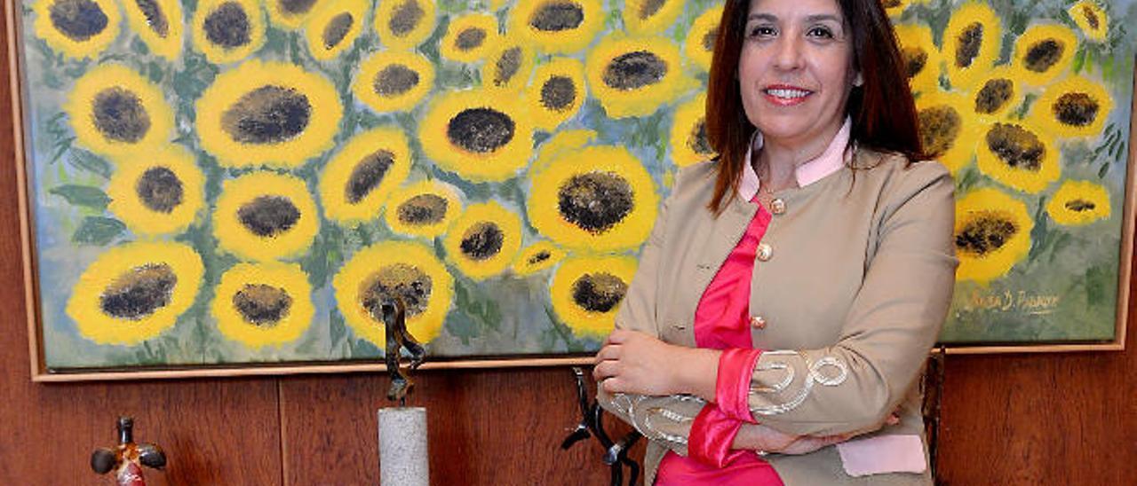 Carmen Hernández, alcaldesa de Telde, en su despacho.