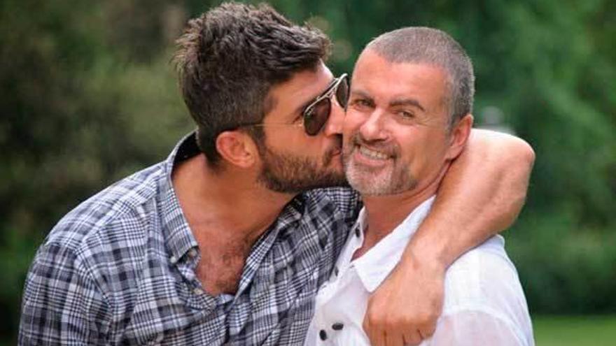 Las hermanas de George Michael echan al novio del fallecido artista de su casa