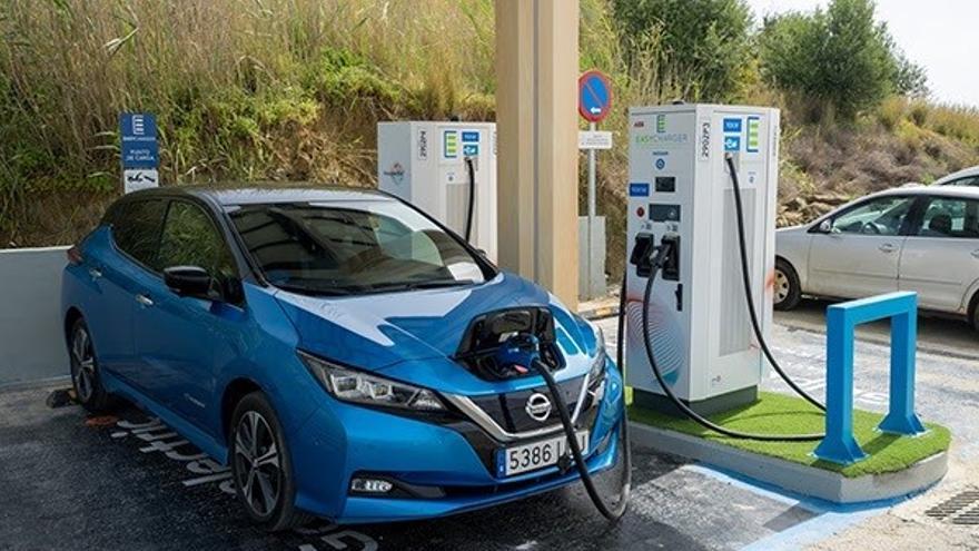 Nissan e Easycharger inauguran en Estepona la primera estación de España de carga ultrarrápida 100% sostenible