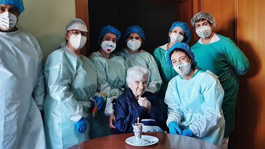 Nada puede con Flora: la gijonesa de 102 años que ha pasado el coronavirus
