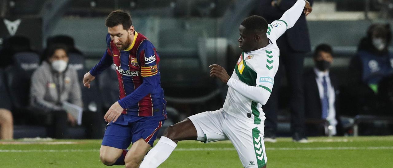 Messi acaba con las ilusiones del Elche (3-0)