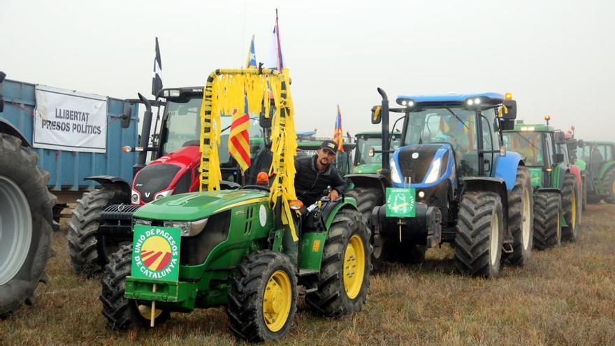 Una vuitantena de tractors es concentren a Lledoners per la llibertat dels presos