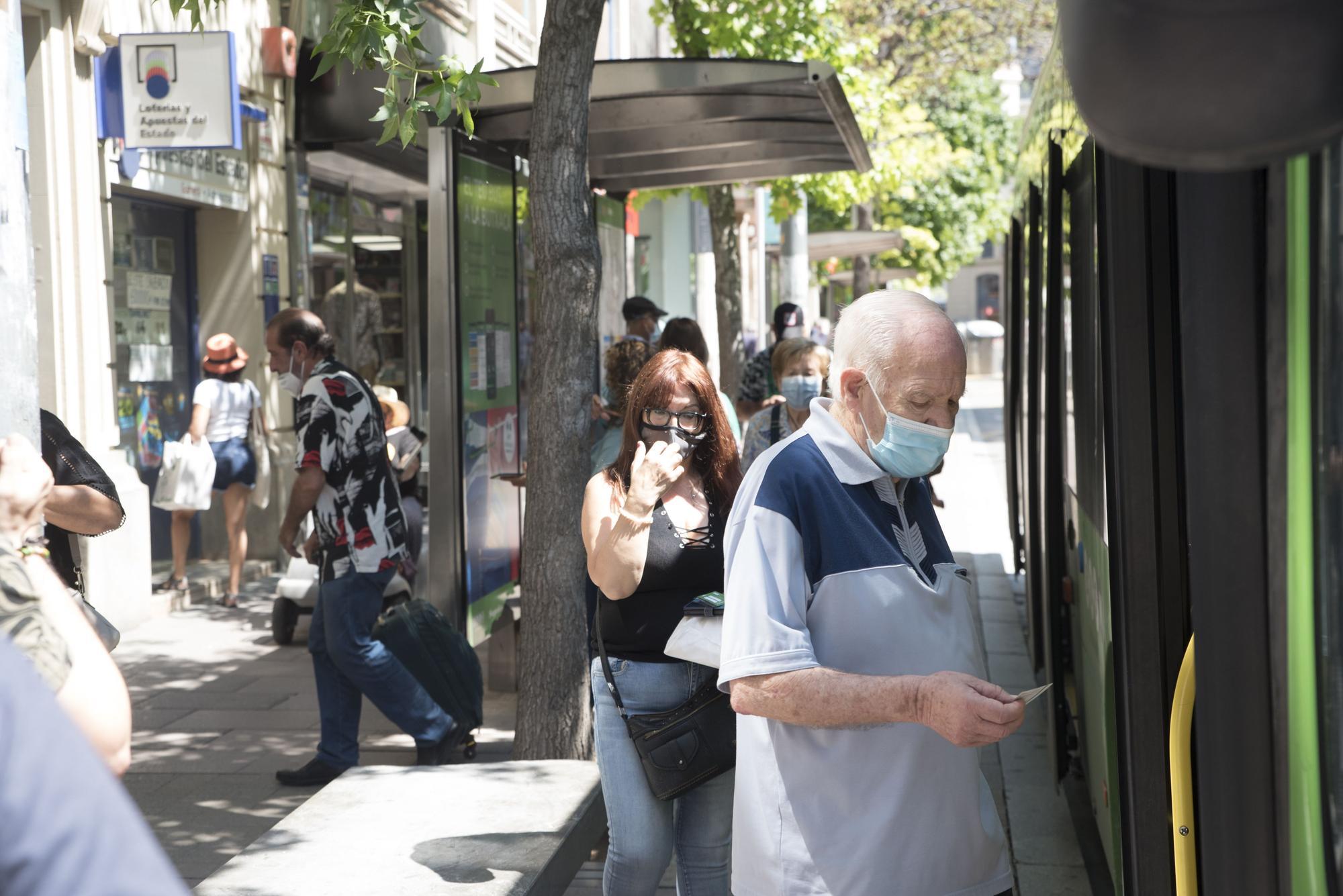 Primer dia sense mascareta en espais exteriors a Manresa